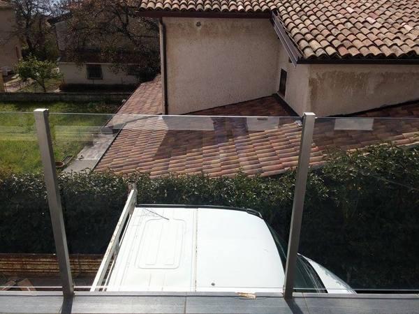 Foto ringhiera in acciaio inox con vetro di coa 267830 for Arredo inox crotone