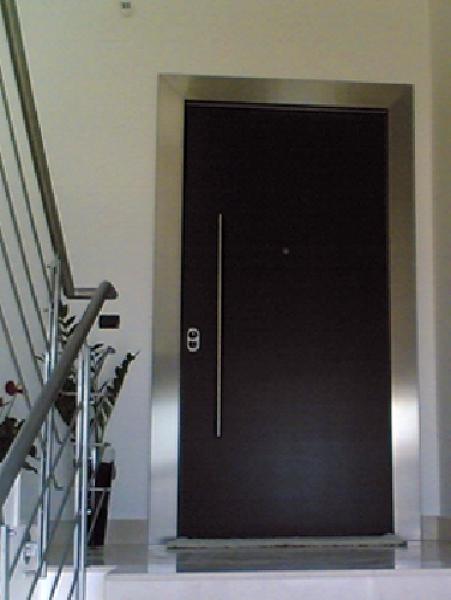Foto ringhiere in acciaio inox e porta blindata di for Arredo inox crotone