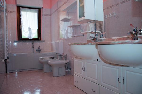 Foto ristrutturazione bagno con piastrelle sanitari - Piastrelle bagno catania ...