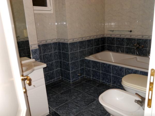 Foto ristrutturazione completa bagno di arredobagno e