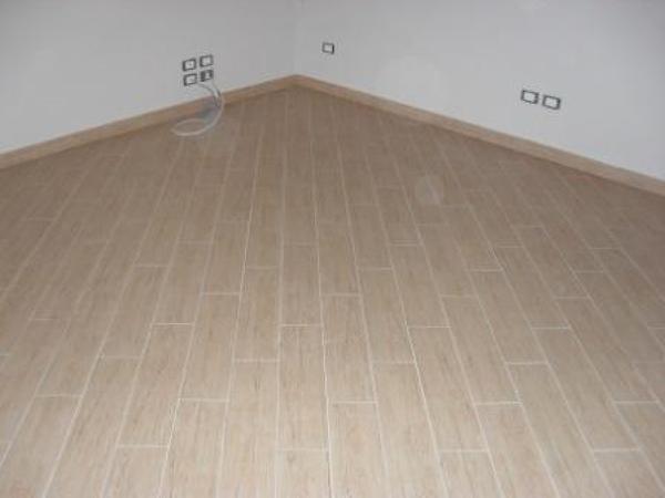 Foto ristrutturazione di villa posa pavimento in - Posa piastrelle in diagonale ...