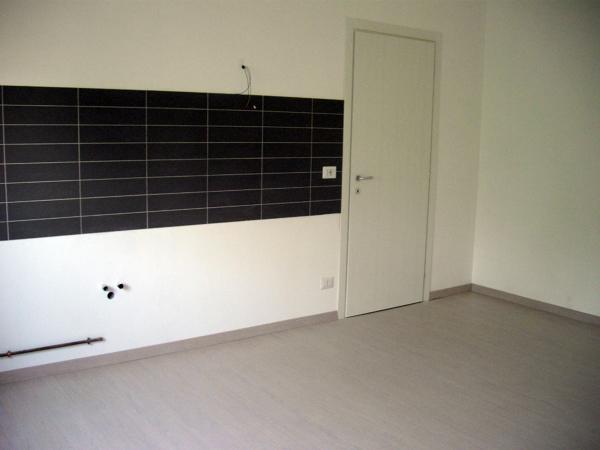 Foto rivestimento cucina e porta color frassino sbiancato di amantea luigi 43220 habitissimo - Rivestimento cucina bianca ...