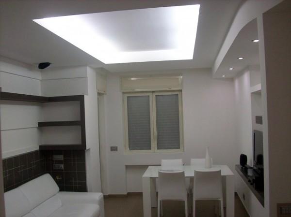 Foto salone in cartongesso stilizzato e scalinato di for Salotto cartongesso
