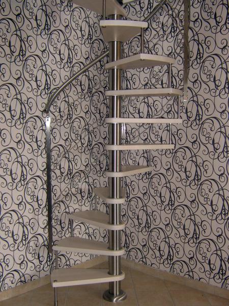 Foto scala a chiocciola in legno e acciaio di f g s giordano 44060 habitissimo - Scale a chiocciola in legno prezzi ...