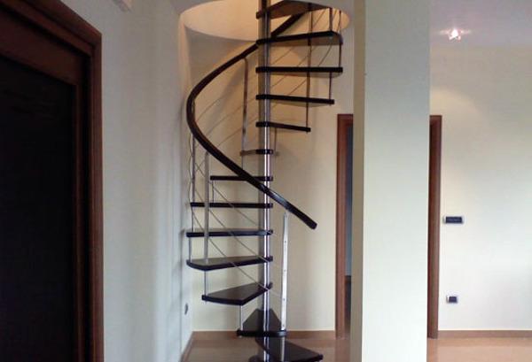 Foto scala a chiocciola tonda acciao inox legno di artiscala 94041 habitissimo - Scale a chiocciola bari ...