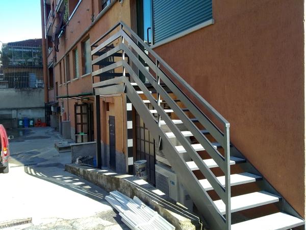 Foto scala in ferro di dgcm inferriate cancelli recinzioni tettoie 104277 habitissimo - Ringhiera scala esterna ...