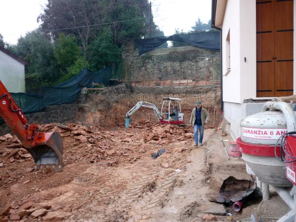 Foto scavo su roccia x costruzione garage di impresa for Progetti di costruzione di garage