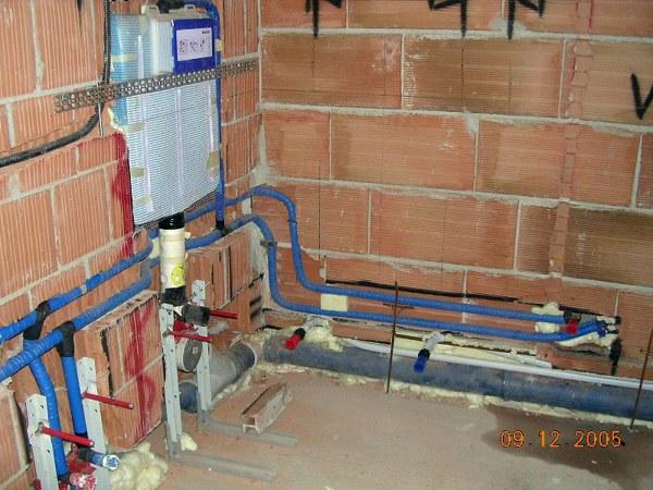 Foto schermatura bagno al grezzo sospesi di - Riscaldamento per bagno ...
