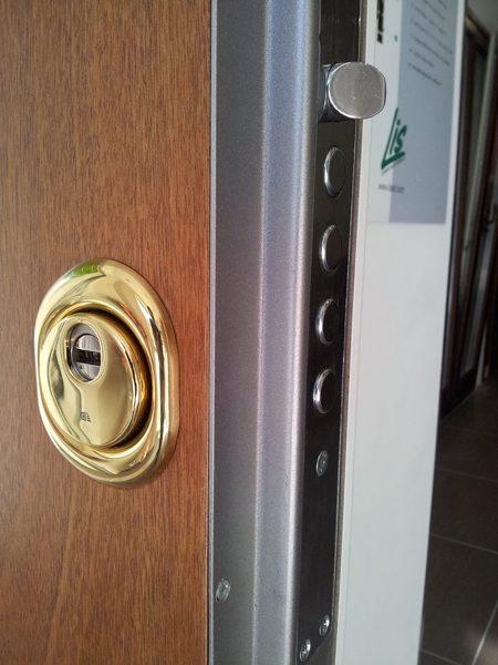 Foto serratura europea ad alta sicurezza di i c for Serratura europea prezzi
