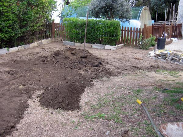 foto sistemazione giardino posa prato di artigianlavoro