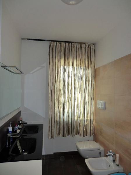 Idee e foto d 39 arredamento da cui prendere spunto habitissimo - Idee tende bagno ...