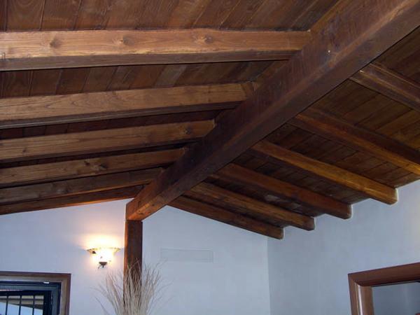 Foto tetto in legno di castagno di frasca legnami 97713 for Immagini di tettoie in legno