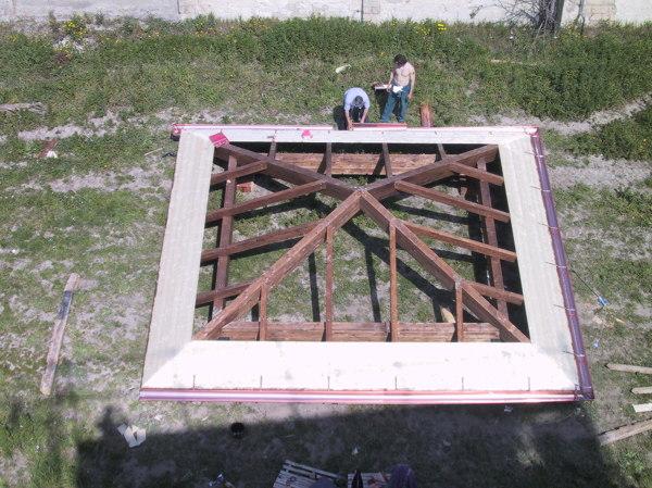 Foto tetto in legno lamellare a 04 falde di lg lamellare for Stili tetto tetto