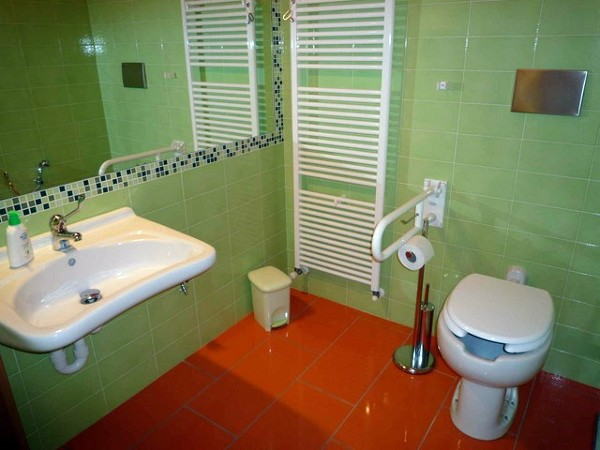Foto un bagno colorato di cornaglia srl 73259 habitissimo - Arredo bagno colorato ...
