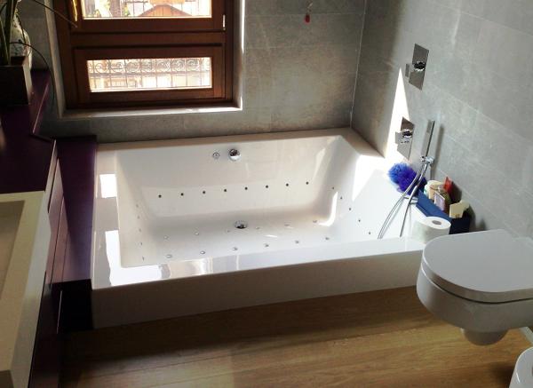 Foto vasca idromassaggio con cromoterapia di impresa - Cromoterapia vasca bagno ...