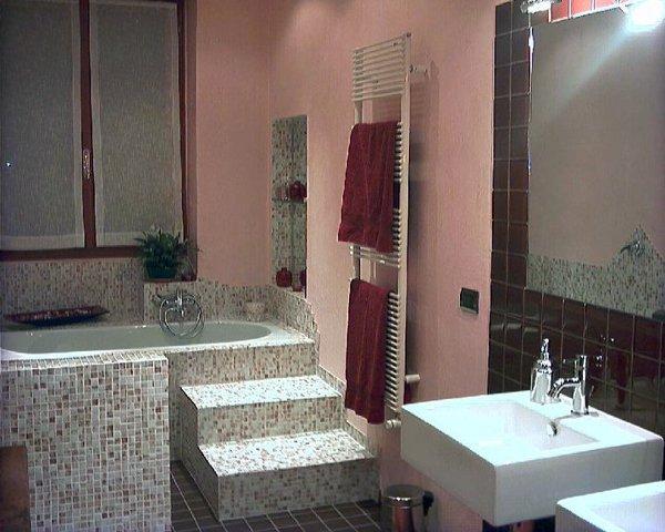 Foto vasca idromassaggio incassata di progetto for Progetti bagni moderni