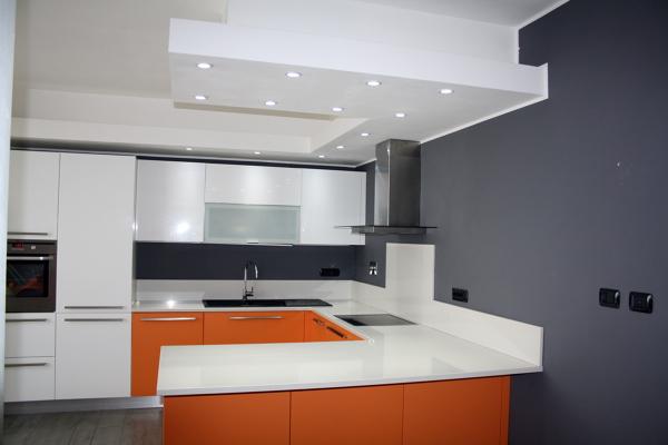 Foto veletta in cartongesso con faretti sopra piani di lavoro cucina de gleba service 147653 - Piani di lavoro cucina ...