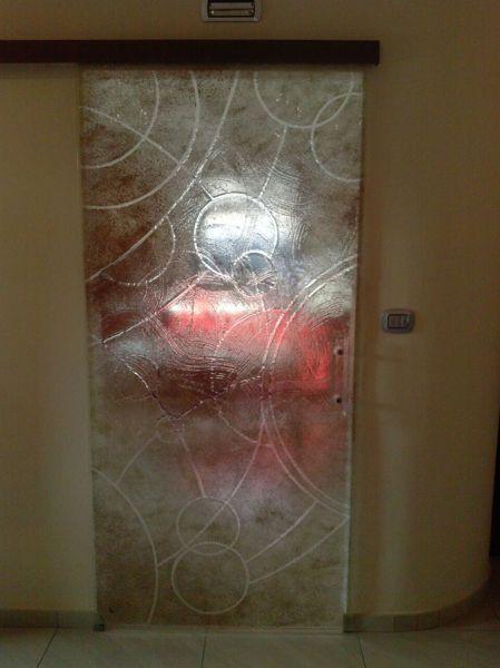Foto vetri artistici su per porte doccie for Disegni di addizione garage
