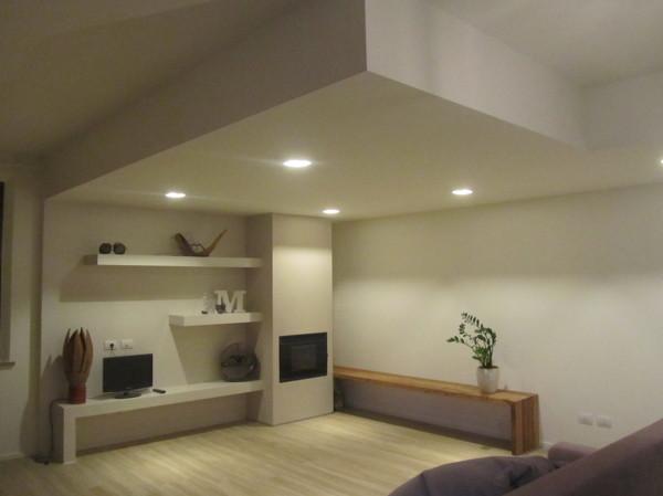 Foto zona living con camino di seven design snc 255007 for Living con camino