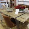 Riverniciatura di un tavolo in legno