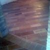 Chiudere la luce al pavimento di una vecchia scala con vetro calpestabile