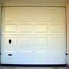 Foto: porta sezionale con impronta a cassettoni