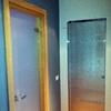 1 porta scorrevole a scrigno, 1 porta battente 90cm