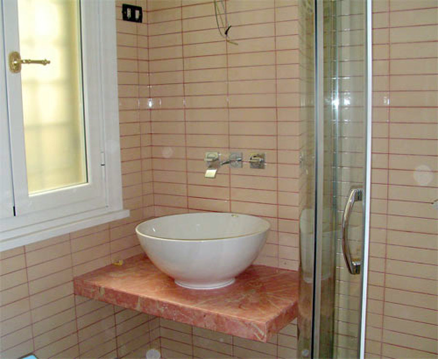 Offerta ristrutturazione bagno a rate senza interessi for Esempi di bagni arredati