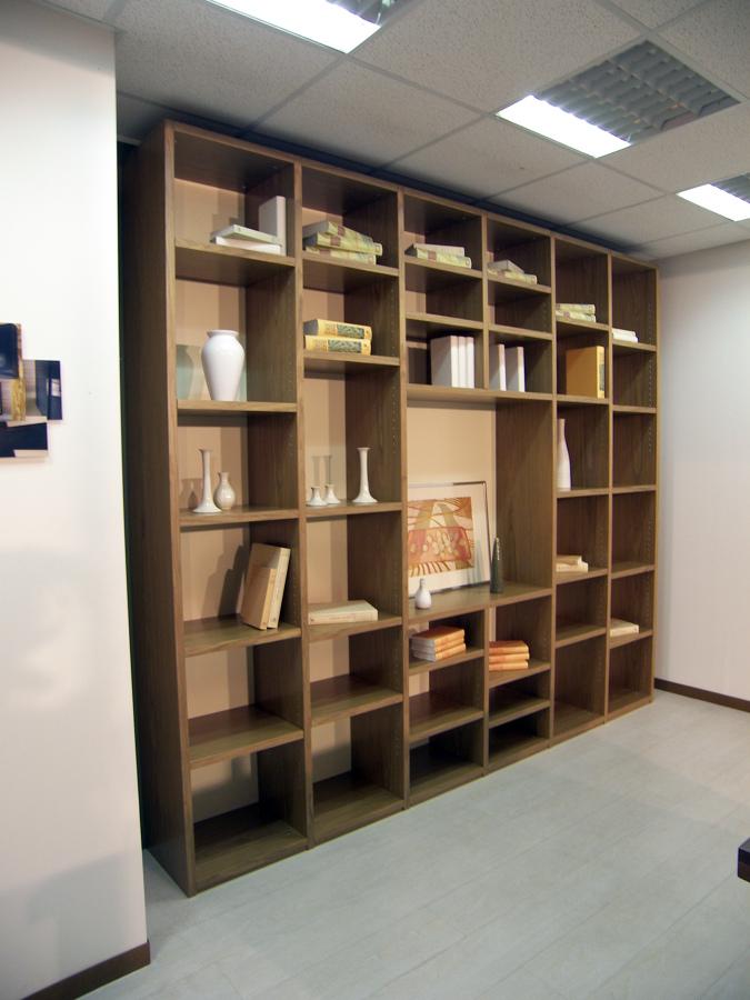 Offerta mobile soggiorno libreria noce euro for Mobile libreria in offerta