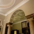 Ripristino di pareti  gessi e dorature in un edificio in stile
