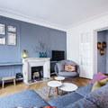 Appartamento a Parigi con parete azzurra