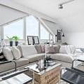 Appartamento in mansarda con colori chiari