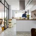 Appartamento moderno con cucina bianca