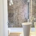 Bagno ospiti_lavabo centrostanza e piatto doccia in Corian