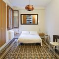 Camera da letto con pavimento tradizionale