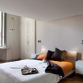 Camera da letto con scrivania