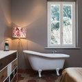 Camera padronale con vasca da bagno
