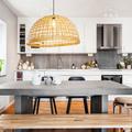 cucina con isola colorata