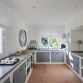 Cucina in muratura con ante grigie