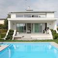 fronte lato piscina