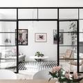 Grande vetrata per suddividere un ambiente