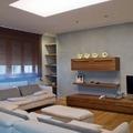 Linee semplici e luce dinamica per un soggiorno