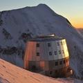 rifugio di Gouter in alta montagna