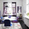 Sala da pranzo con sfumature del blu e del viola
