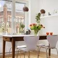 soggiorno con tavolo legno