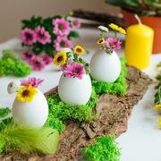 Centrotavola Pasqua con uova e fiori
