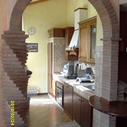 cucina in muratura con arco tutto sesto
