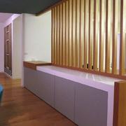 Progetto soggiorno con divisori in legno e trompe l'oeil