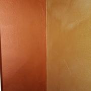 effetto sabbia bronzo sulla parete di sinistra oro destra