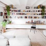 libreria in muratura integrata nella parete